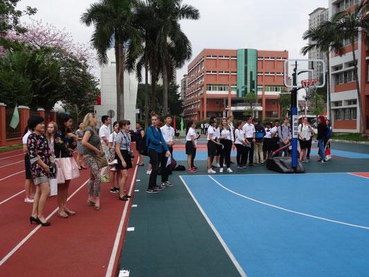 Rundgang im Dongguaner Fremdsprachengymnasium.