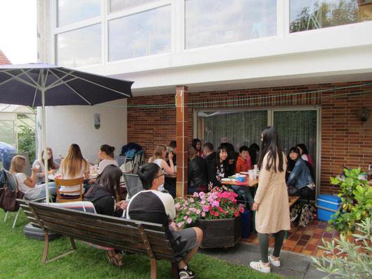 Am letzten Abend traf sich fast die vollständige Austauschgruppe bei einer privat organisierten Abschiedsparty im Garten einer der Gastfamilien:  Herzlichen Dank Fam. Müller!