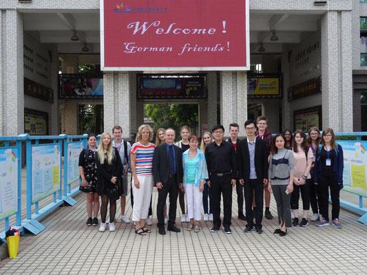 Zu Besuch an einer der führenden Grundschulen der Stadt.