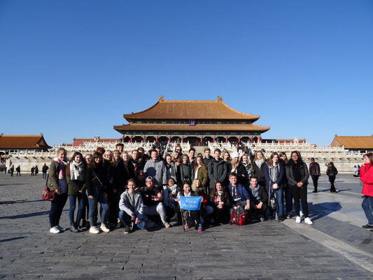 Gruppenfoto vor der Empfangshalle der Verbotenen Stadt.