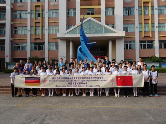Gruppenfoto an der Dongcheng-Mittelschule.