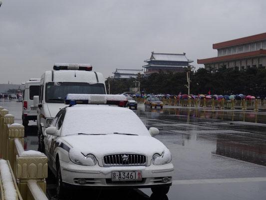 Wie man sieht hatte es am Freitag morgen in Beijing etwas geschneit. Letztes Jahr hatten wir zur gleichen Zeit ca. +18°C !
