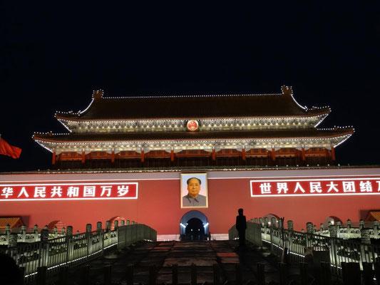 Der südliche Eingang vom Platz des himmlichen Friedens (Tianmen-Platz) zur verbotenen Stadt.