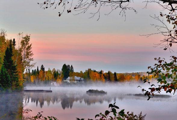 Au bord du lac en automne