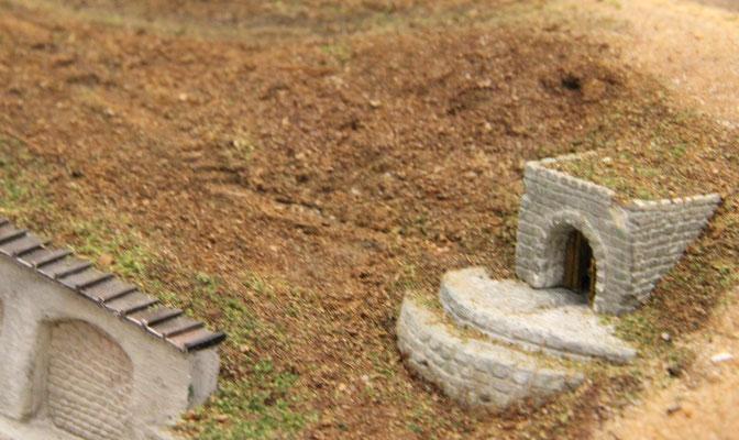 02.09.2013  Ein kleiner Fußweg soll die Erreichbarkeit des Brunnenhäuschens gewährleisten.