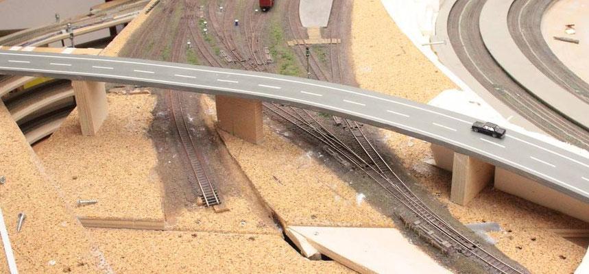 23.06.2012   Ansicht des östlichen Weichenfeldes des Bahnhofes Johannesberg vor der Gestaltung der Straßenunterführungen aus der Sicht des einfahrenden Zuges.
