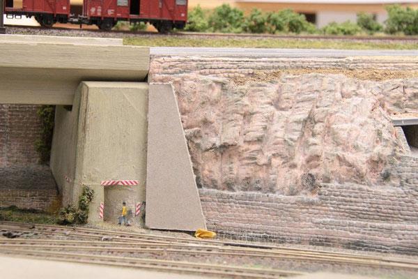 18.09.2012 Nach dieser Schablone wird die zusätzliche Betonabstützung aus Gips nachgebildet.