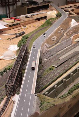 13.09.2012   Blick über die Brücke zum nördlichen Straßenteil.