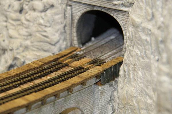 03.04.2011   Die Schienenanschlüsse in das Tunnel sind hergestellt.