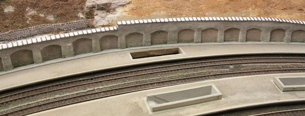 01.07.2013   Die Bahnsteigtreppe konnte zu diesem Zeitpunkt noch herausgenommen werden.