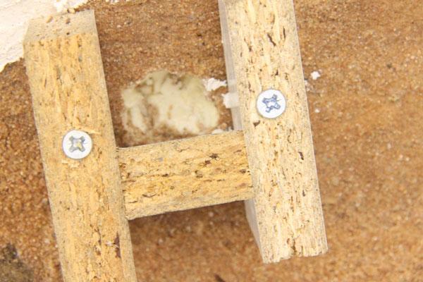 25.08.2013   Dazu wurde eine Form aus beschichteten Spanplatten über ein in den Untergrund eingelassenes Loch gesetzt.