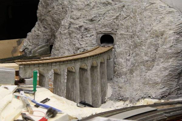 01.04.2011   Nun wurde der Viadukt wieder in seine endgültige Lage eingefügt.