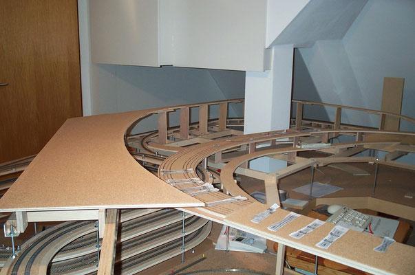 01.01.2008   Hier sind die zwei Ebenen der beiden Bahnhöfe sehr deutlich zu erkennen.