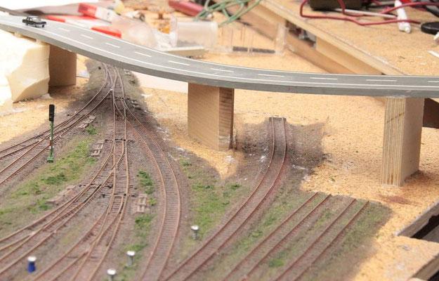 23.06.2012   Ansicht des östlichen Weichenfeldes des Bahnhofes Johannesberg vor der Gestaltung der Straßenunterführungen aus der Sicht des ausfahrenden Zuges.