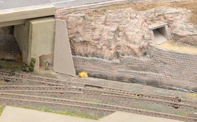 18.09.2012  Eine Pappschablone hilft die Proportionen einer zusätzlichen Betonabstützungbesser besser einzuschätzen.