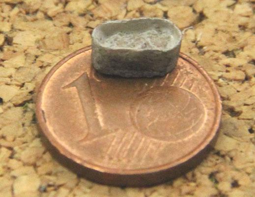 15.08.2013 Der Speiskübel wurde aus einem Stück Papier geformt, in das etwas gefärbter Gips eingegossen wurde.