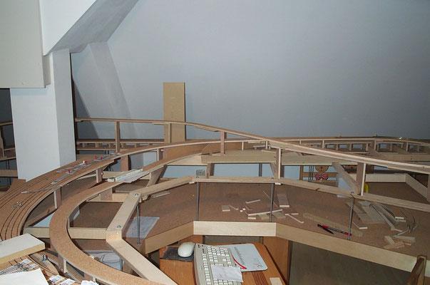 01.01.2008  Die Bilder zeigen die Gleistrassen auf dem hinteren Anlagenschenkel.