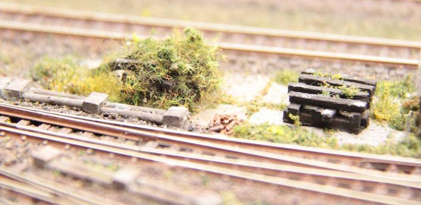 11.06.2012   Auch Gleisschwellen wurden hier abelegt.