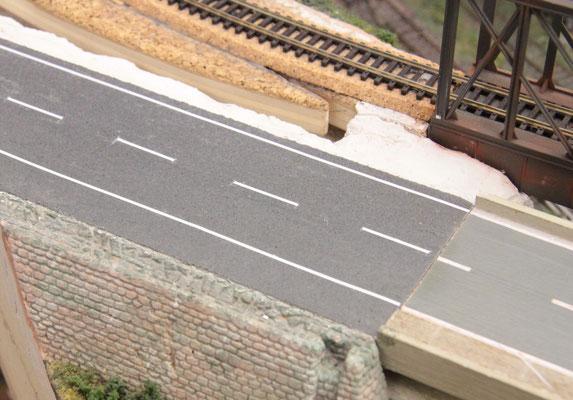 02.09.2012   Übergang zwischen südlichem Straßenteil und Brückenbelag.