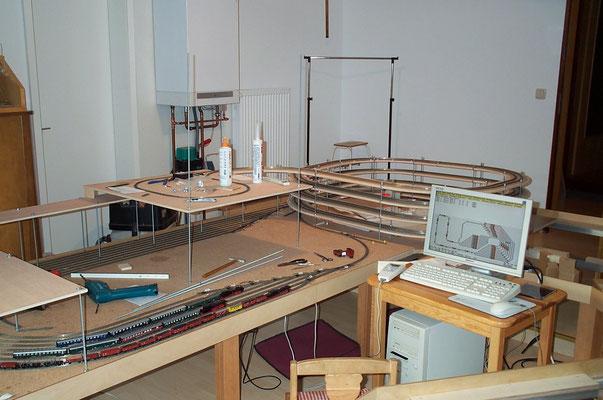 30.10.2007   Das Gleisbild auf dem Bildschirm ist dem wahren Bauzustand des Schattenbahnhofes schon um einiges voraus. Dieser Plan wurde zudem nach einiger Zeit nochmals komplett überarbeitet.