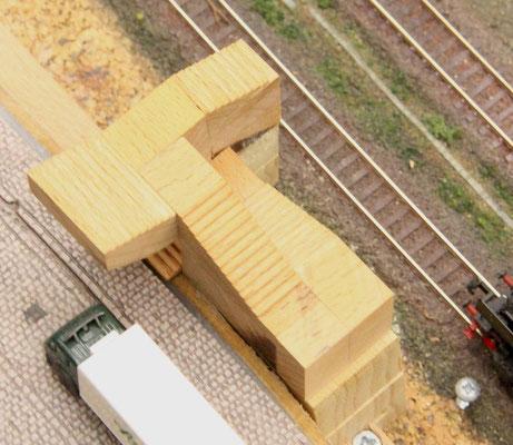 23.01.2014   Die Stufentiefe beträgt 2 mm, die Stufenhöhe 1 mm. Das ergibt einen Steigungswinkel, der öffentlich stark benutzten Treppen entspricht.