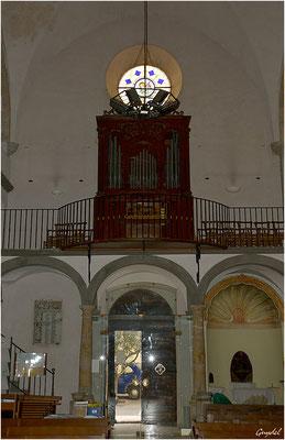 L' orgue au dessus de l'entrée