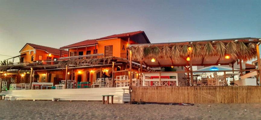 Der Ort des Geschehens: Die Hara Beach Bar