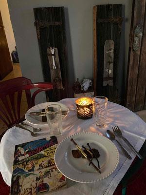 Surreales Dinner zur Vernissage: Mein von Katell vergoldetes Eisenmenü