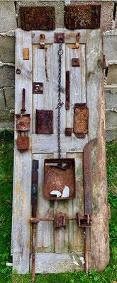 The neo-archeological arrangement on the old door leaf