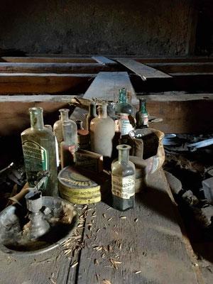 Die von den Aktiven des Vereins geborgenen Arzneiflaschen