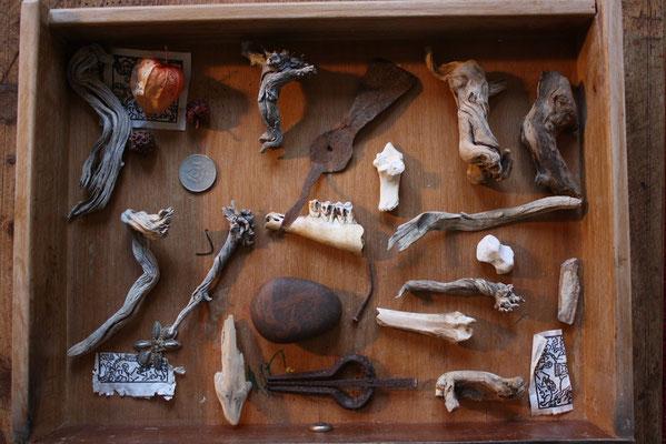 Neo-archäologische Legung 1 der Fundstücke