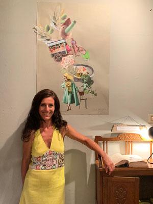 Katell Gélébart vor einer ihrer Collagen und ihrem Meisterwerk ...