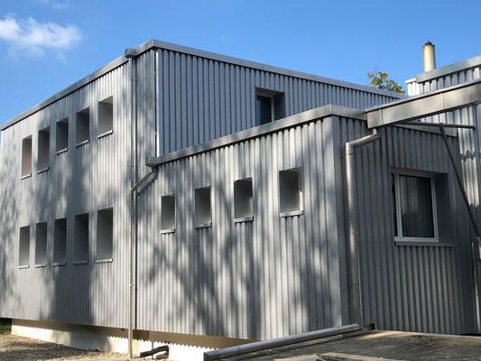 Fassadendämmung mit Blech Bekleidungen - Kurt Strub Riken