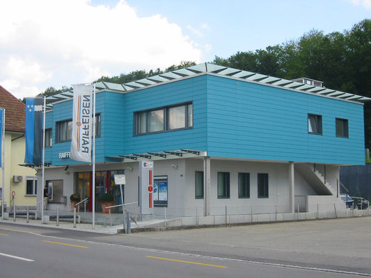Raiffeisen - Kurt Strub Riken - Zimmerei | Dachbau | Spenglerei | Fassadenbau | Innenausbau