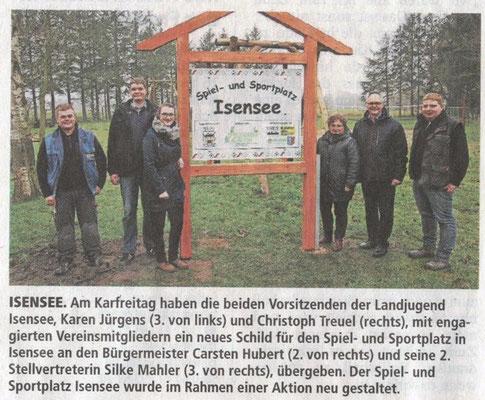 72-Stunden-Aktion 2015 - Übergabe Sportplatzschild (Quelle: Stader Tageblatt 02.04.2016)