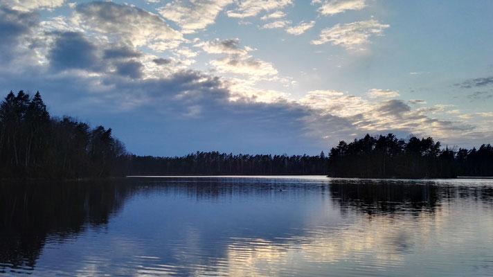 ...der Ausblick über den abendlichen See entschädigt für alles.