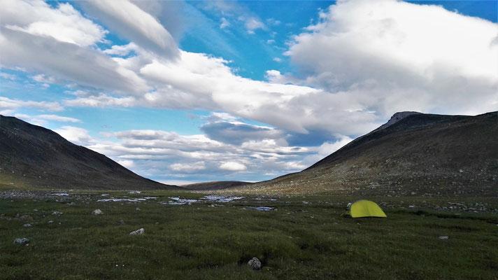 Abends zum Glück ein freundlicherer Himmel und ein grünes Tal