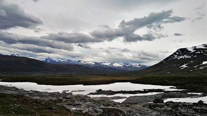 Blick auf die beeindruckenden Berge des Sarek