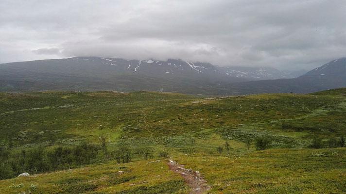 Über die Berge  und durch den Regen ab nach Finnland