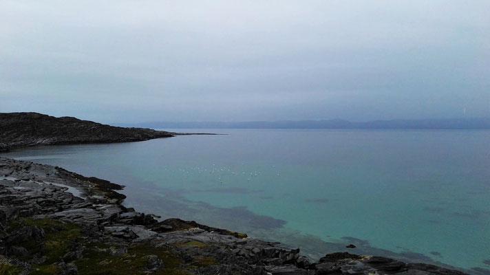 Das Meer an einem Regentag