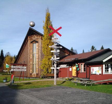 Die Touristinformation mit dem Nordkap-Wegweiser