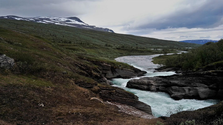 Der Fluss Laddejakka - zum Glück mit Brücke