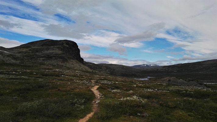 Pfad hinab zum Meekonjärvi