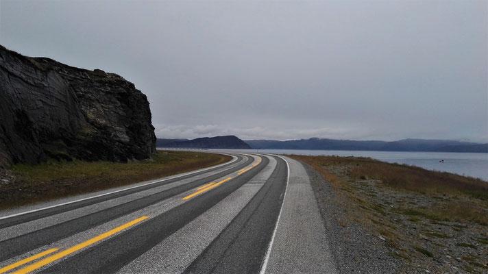 Geradezu im Dunst die Nordkap-Insel Magerøya