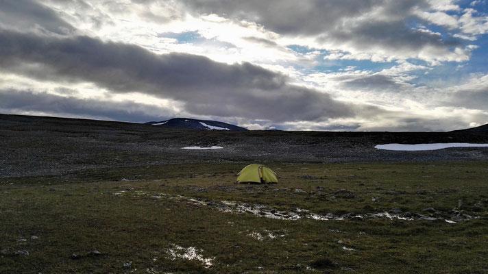 Weit und breit nur ich und mein Zelt