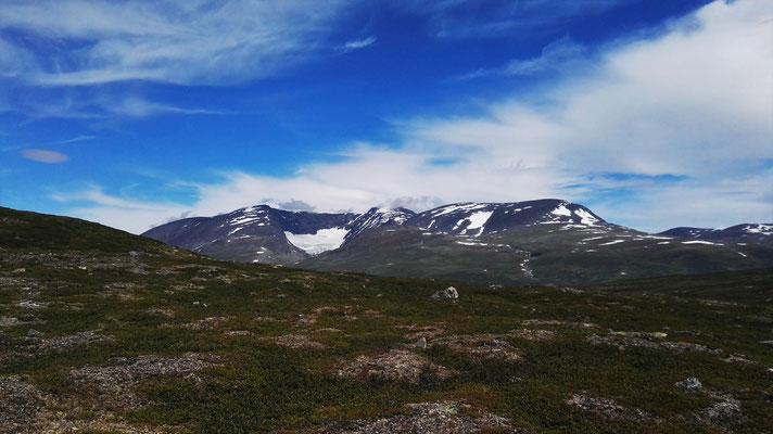 Der Berg Njunis und sein Gletscher