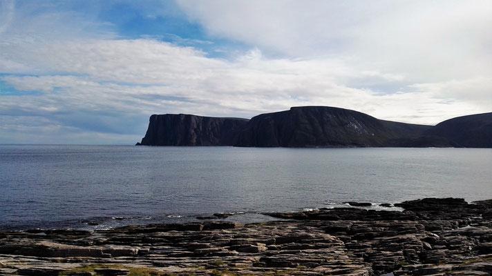 Der Nordkap-Felsen von der Landzunge Knivskjelodden aus