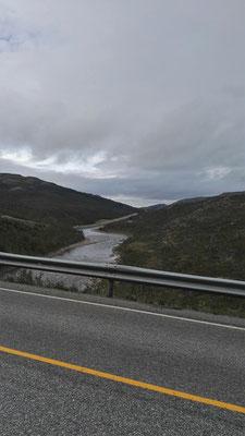 Ein Vorteil hat die Straße: über die Flüsse gibt es Brücken