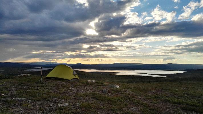 Schlafplatz mit Blick auf den See Raisjavri - leider nicht gerade mückenfrei