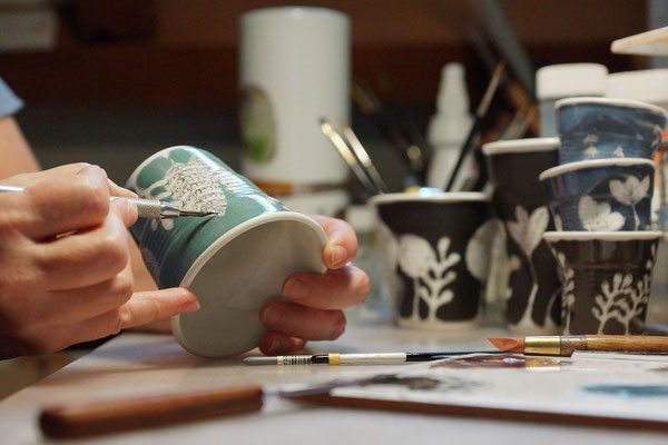 Myriam DUPLAND - Création sur porcelaine - Morlaàs - Tourisme Nord Béarn Madiran